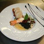 Langoustines et tartine de St Jacques crème safranée et pâtes à l'encre de sèche