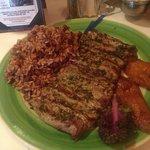 Steak mit Reis und Bohnen