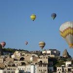 ballonvaart 's morgens te zien vanaf lokatie