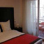 Habitación: cama y terraza