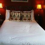 Comfy bed room 5