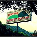 Bajo el Volcán Hostal Ecuador