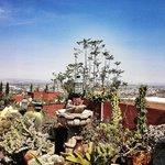 El patio más grande domina una de las mejores vistas de San Miguel de Allende.