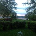Aussicht vom Zimmer auf den See!
