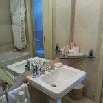 Bathroom with clarins miniatures