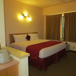 Travelodge - Building #3 - King Room