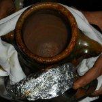 l'agneau berbere est cuit dans cette jarre