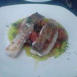 Bacalao con salsa de tomate. BUENA