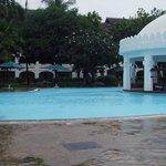 basen w czasie deszczu
