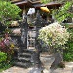 kleiner Tempel auf dem Hotelgelände