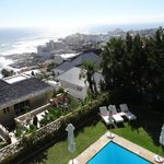 Espace piscine & vue de la terrasse - salle à manger