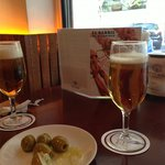 cervezas con cinco aceitunas
