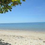 Praia em frente a pousada
