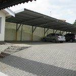Parqueo Privado / Private Parking