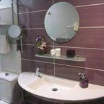 cuarto de baño en habitacion cuadruple