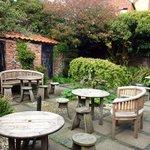 lovely garden at rear