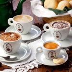 Cappuccinos e espresso feitos com Blend de cafés especiais