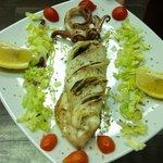 Calamaro grigliato ripieno di verdure