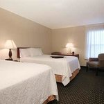 Hampton Inn Tracy Hotel Two Queen Beds Room