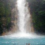 Rio Celeste y su magestuosa catarata esta localisada en San Rafael de Guatuso Alajuela