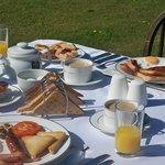 breakfast on the lawns