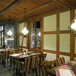 Restaurant Bad Kyburg mit Blick in die offene Brauerei Bar