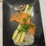 Asperges fraiches avec son saumon et ses crevettes grises