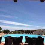 zona bar che affaccia sulla piscina
