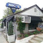 Nic's is tiny in size, but BIG on taste