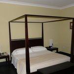 """Bland (""""minimalist"""") room"""