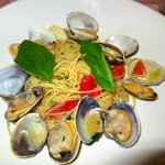 Linguini with Clams (VONGOLE) Click on the image to look at the sauce in the shells!