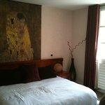 Agréable chambre spatieuse et confortable