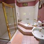 Cinnamon Room Bathroom