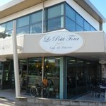Foto de Le Petit Four Cafe & Patisserie