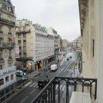 Вид из окна номера на rue de la Pepiniere