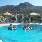 Het heerlijk rustige en mooi gelegen zwembad