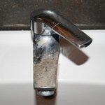 rubinetto incrostato