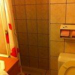la minuscule salle de bain