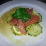 Entrée : sashimis de saumon au gingembre