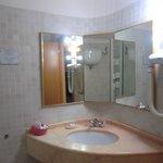 302 Large Bathroom
