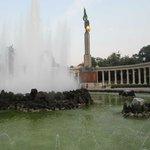 Самый первый и самый древний фонтан в Вене :-)