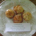 Welcome coconut macaroons at my room!
