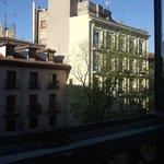 Panorama della camera dalla finestra della via laterale che incrocia calle San Miguel
