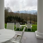 In the warmer months, patrons can dine outside with the distant mountain views