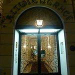 Puerta de entrada al hotel
