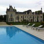 Le château vu de la piscine