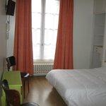 chambre double à 55 euros avec wc, salle de bain, écran plat, wifi.