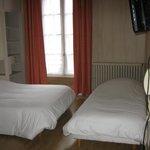 chambre triple à 65 euros, salle de bain, wc, écran plat et wifi