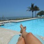 Underbar utsikt vid poolen