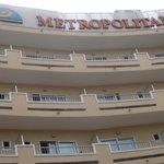 Blick vom Pool auf das Metropolitain Hotel